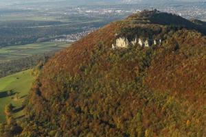 Gelber Fels mit Burg Teck