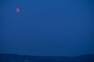 Blutmond und Mars über der Alb