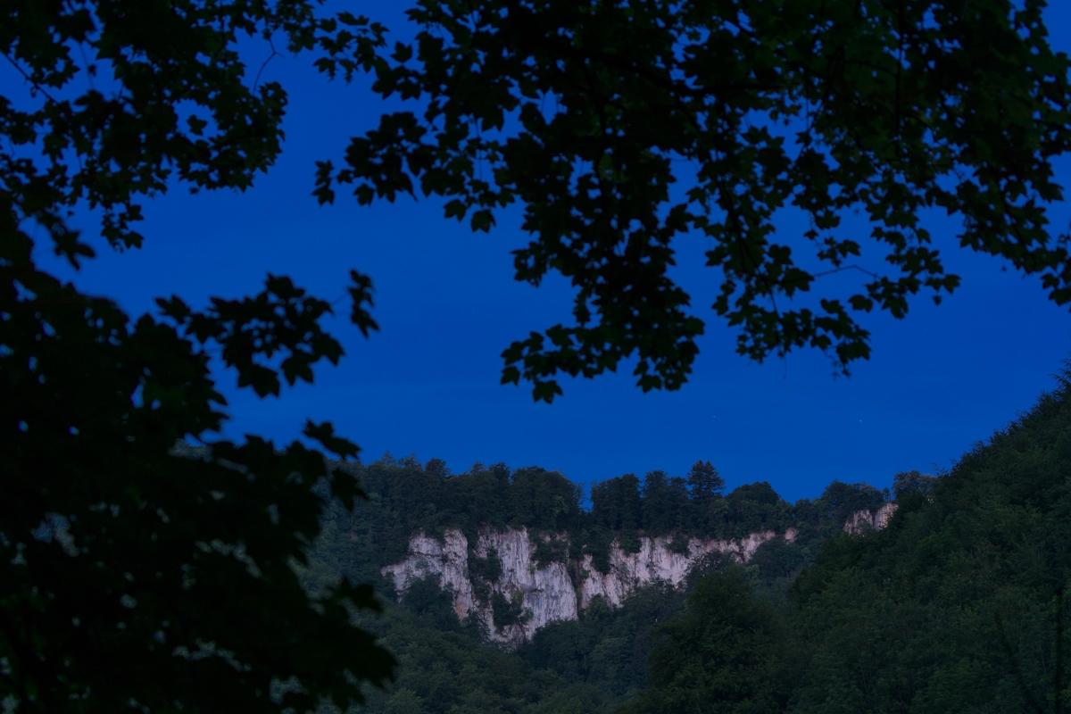 Rutschenfelsen in der blauen Stunde