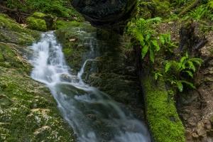 Wasserlauf über Albfelsen II