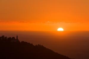 Sonnenuntergang hinter Burg Teck