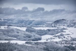 Blick auf das verschneite Alb-Vorland